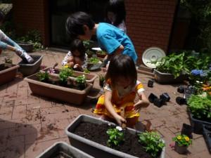子どもたちも熱心に手伝ってくれました