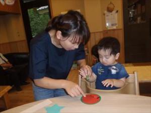 「笹飾りを作りました。夏野菜のオクラのスタンプです」